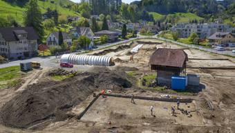 Die Lochgasse in Gränichen ist eine Fundstelle von nationaler, wahrscheinlich gar europäischer Bedeutung. Dank dem Beitrag aus dem Swisslos-Fonds können die Funde nun während vier Jahren wissenschaftlich ausgewertet werden. Das Bild zeigt den Stand der Grabung im Sommer 2017.
