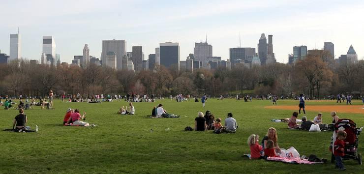 Der Central Park in New York ist ein beliebtes Erhohlungsgebiet, an sonnigen Tagen wird es dort schnell eng. Mehr Raum wäre deshalb gut für den Park.