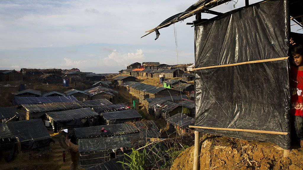 Notunterkünfte im Flüchtlingscamp Balukhali: Schlechte Trinkwasserversorgung und unzureichende Sanitäranlagen liessen die Gefahr eines Cholera-Ausbruchs steigen.