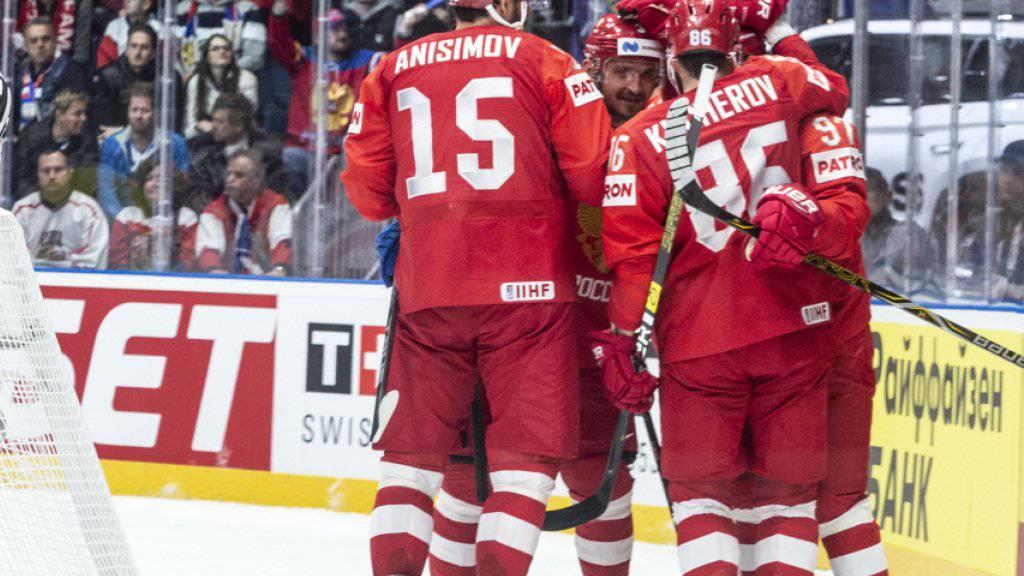 Die Russen bejubeln in Bratislava das Tor zum 2:0 gegen Tschechien
