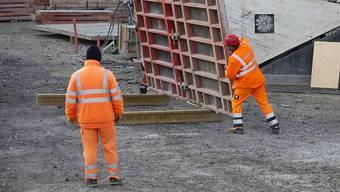 Die Zürcher Regierung will keine flächendeckende Schliessung von Baustellen. Abstandsregeln müssten aber eingehalten werden. (Archivbild)