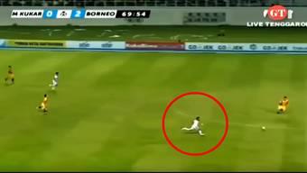 Der unglaubliche Sprint des indonesischen Fussballers Terens Puhiri.