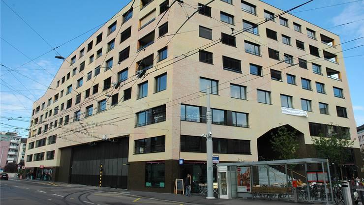 Die Genossenschaftssiedlung Kalkbreite in Zürich Wiedikon ist bereits autofrei. (Archiv)