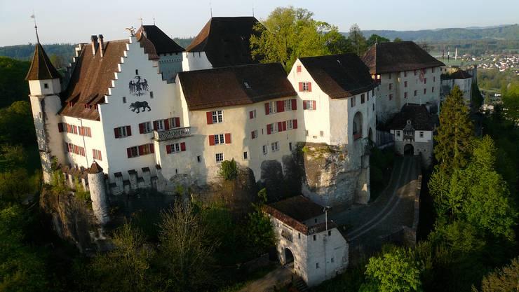 Das Schloss Lenzburg steht sinnbildlich für den ganzen Bezirk.