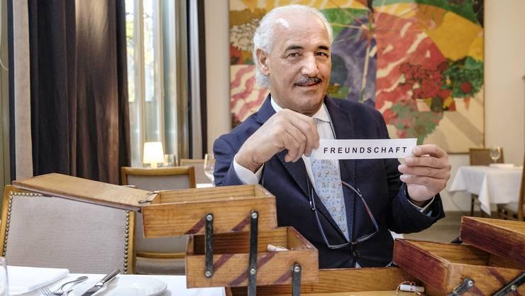 Abdel Trabelsi, der kurz vor seiner Pensionierung steht, hat den Begriff «Freundschaft» aus dem Nähkästchen gezogen.