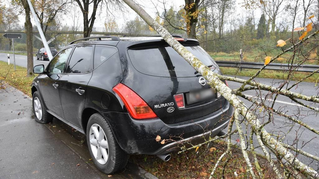 Fahrunfähiger Autofahrer verunfallt gleich zwei Mal nacheinander