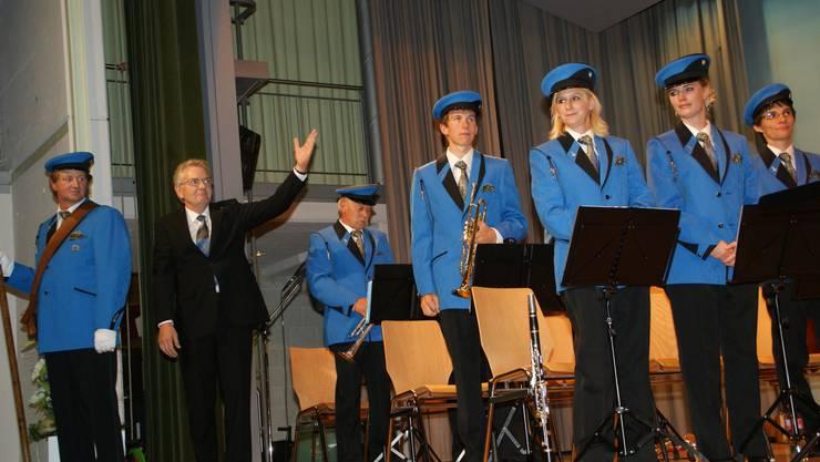 Die Egliswiler Musikanten unter der Leitung von Dirigent Jörg Lehner haben ihr erstes Konzert in ihrer neuen, blauen Uniform gespielt.