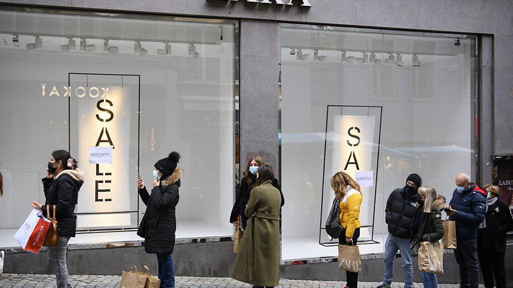 Lockdowns in vielen Ländern haben den Zara-Mutterkonzern Inditex im abgelaufenen Geschäftsjahr reichlich Umsatz gekostet und einen Gewinneinbruch eingebrockt. (Archivbild)