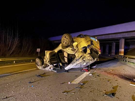 Mülligen AG, 26. März: Ein 32-jähriger Serbe überschlug sich mit seinem BMW sich auf der A3.