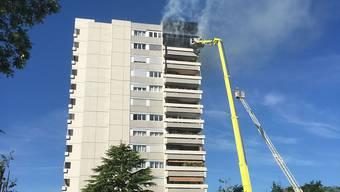 Das Feuer entfachte sich in einer Wohnung in der zwölften Etage des Hochhauses.