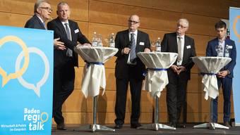 Über die «Chancen und Herausforderungen für die Region» sprachen (v.l.) Coop-Chef Hansueli Loosli, Regierungsrat Stephan Attiger und die Gemeindeammänner Roland Kuster und Adrian Schoop. Flavio De Nando (Mitte) moderiert