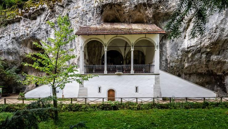Jetzt strahlt sie wieder: Die St. Verenakapelle in der Verenaschlucht nach Abschluss der Totalsanierung.