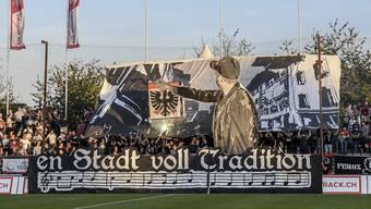 Die Gesamtansicht der beeindruckenden Choreographie der FCA-Fans vor dem Heimspiel gegen Schaffhausen