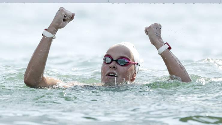 Die Niederländerin Sharon van Rouwendaal (22) freut sich an der Copacabana in Rio de Janeiro über Olympia-Gold im Langstrecken-Schwimmen