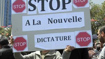 Anhänger der ehemaligen Regierungspartein in Tunesien gehen auf die Strasse