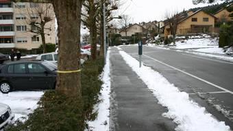 Tatort: Auf dem Parkplatz an der Huebwiesenstrasse versuchten die Polizisten den jungen Männern den Weg abzuschneiden. (zim)