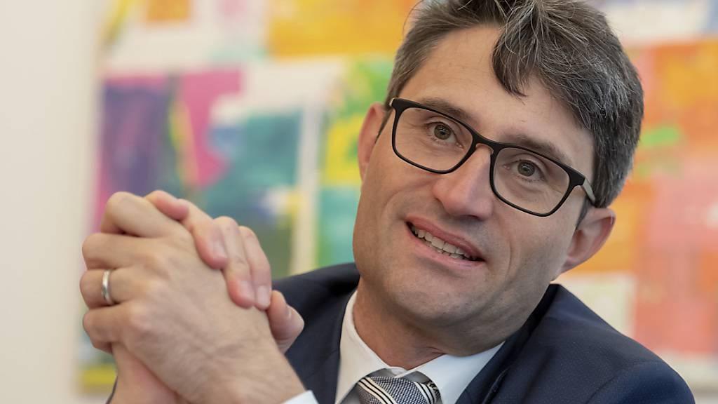 Neue Umverteilung: Der designierte GDK-Präsident Lukas Engelberger will Geld von zu gut bezahlten Ärzten nehmen, um es dem Pflegepersonal zukommen zu lassen. (Archivbild)
