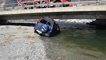 Die Lenkerin, die mit ihrem Wagen im Inn landete, blieb praktisch unverletzt.