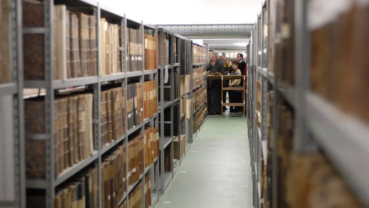 Im Staatsarchiv selbst lagern viele Akten, die bei der Suche weiterhelfen.