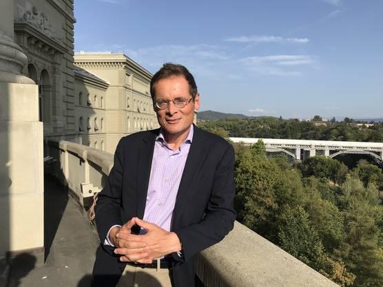 Sonniges Gemüt: Roger Köppel diese Woche auf dem Balkon des Bundeshauses.