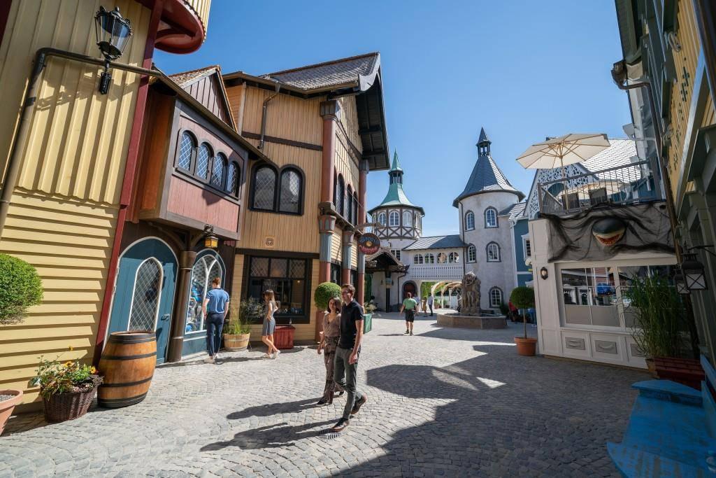 Der wiedereröffnete Themenbereich Skandinavien begeistert mit seinen bunten Häuserfassaden. (© Europapark)