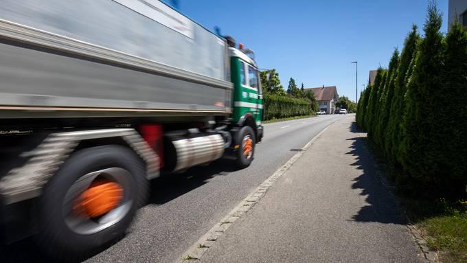 Vor allem der Schwerverkehr belastet die Anwohner der Fulenbacherstrasse. Sie befürchten, er könnte in den nächsten Jahren stark zunehmen.