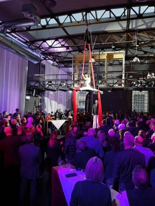 An der offiziellen Eröffnungsfeier hat die Aeschbachhalle gestern Abend ihre Feuertaufe bestanden und ihre Multifunktionalität unter Beweis gestellt.