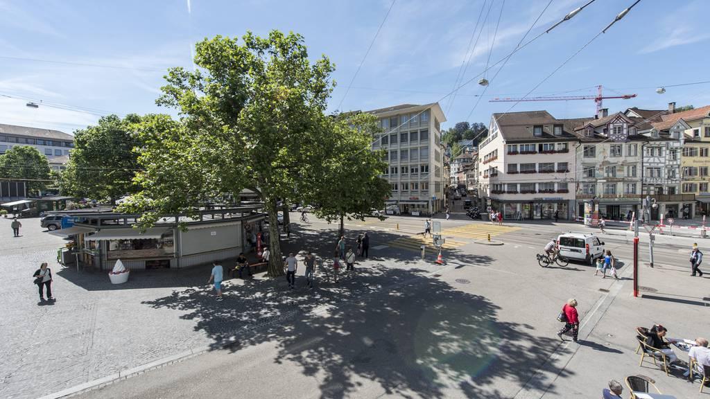 Einige Teilnehmer der Online-Umfrage finden, der neue Marktplatz soll Platz für viele Bäume bieten.