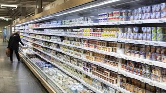 Nicht nur beim Einkaufen haben wir die Qual der Wahl: Forschende der Uni Basel haben untersucht, wie sich die Aufmerksamkeit bei mehreren Optionen verteilt, und wie das die Entscheidungsfindung beeinflusst.