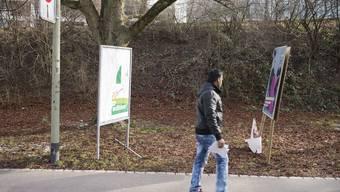 Beschädigte Wahlplakate in Schlieren.