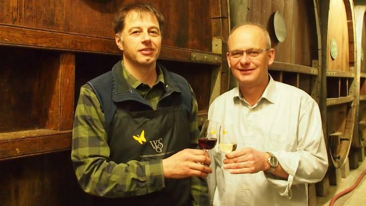 Kellermeister Heinz Simmen (l.) und Geschäftsführer Hans Peter Kuhn sind stolz auf die 2017er-Weine.