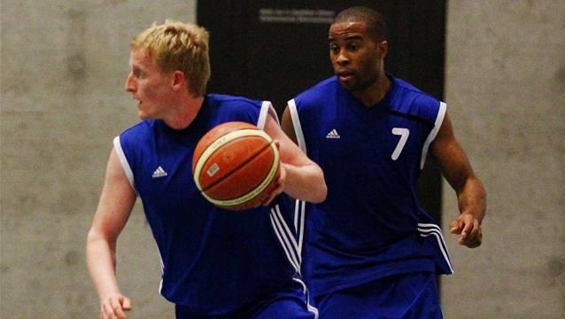 Stefan Glawe (links) erzielte gestern 5 Punkte für Unicorn, Vincent Ndjip deren 35. Foto: Geisser