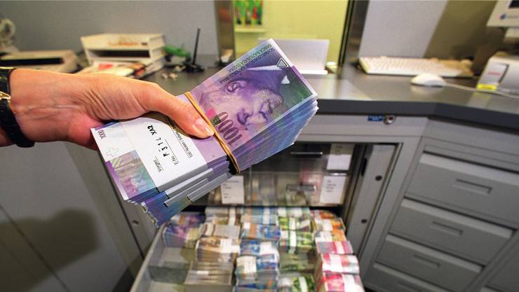 Die Bankerin veruntreut hunderttausende Franken, ehe sie im Dezember 2013 auffliegt. (Symbolbild)