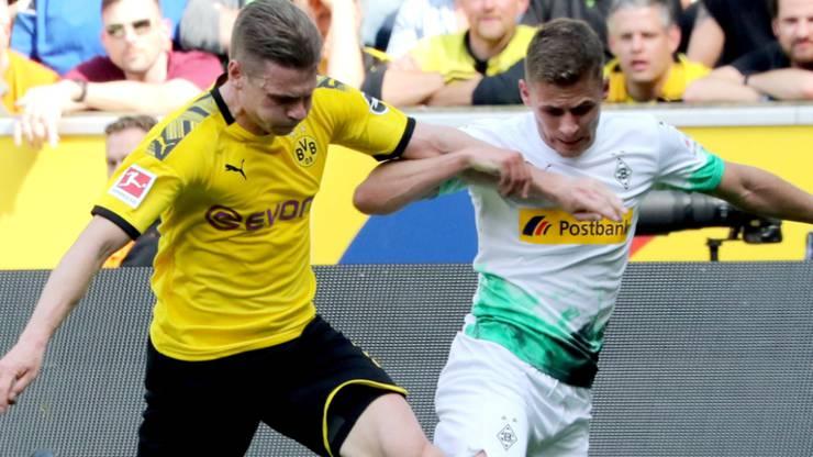 Thorgan Hazard (in weiss) hier noch als Gegner von Borussia Dortmund im Einsatz.