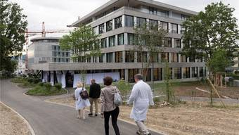 Erneuerungsbedarf ist gross: Im Bild das neu eingeweihte Kopf- und Neurozentrum am Kantonsspital Aarau.Alex Spichale