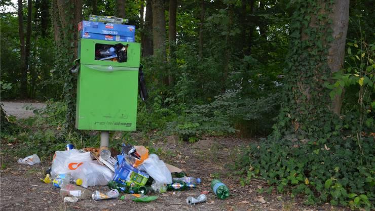 An schönen Wochenenden bleibt bei den Feuerstellen und in den Wäldern viel Abfall liegen. Archiv/jam