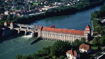 Die Energiedienst erreichte bei der Stromerzeugung in den Wasserkraftwerken (im Bild: Laufenburg) ein durchschnittliches Ergebnis. (Archiv)