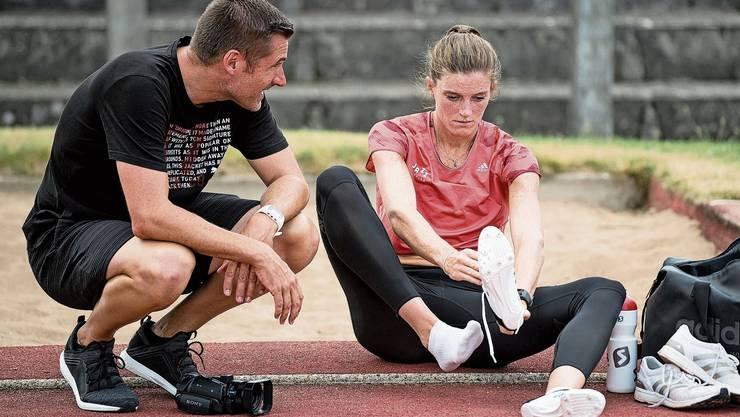 Eingespieltes Team auch auf Distanz: Lea Sprunger mit Trainer Laurent Meuwly.