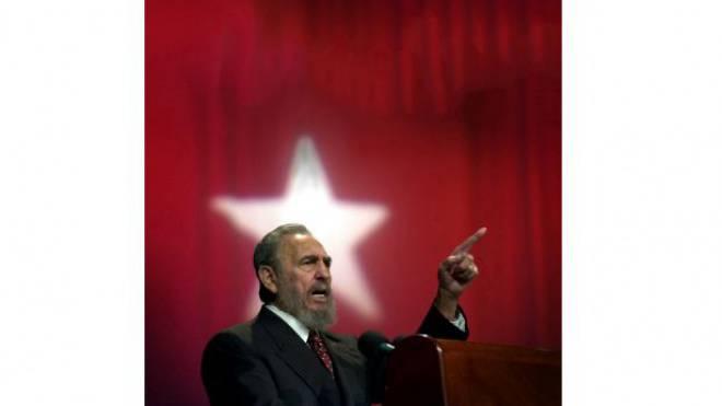 Fidel Castro bei einer Rede in Havanna 2002 – vier Jahre später trat er aus gesundheitlichen Gründen zurück. Foto: Keystone