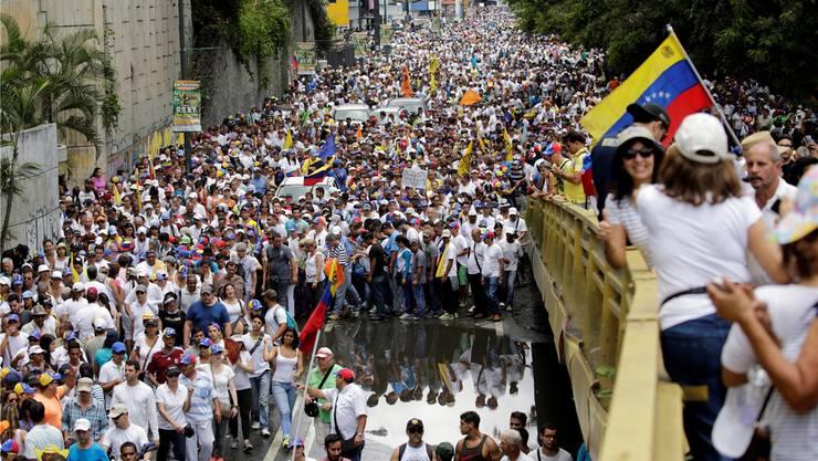 Caracas in Bewegung: Einer der grössten Protestmärsche der letzten zehn Jahre. Christian Veron/REUTERS