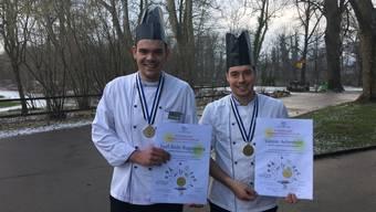 Die stolzen Gewinner Joel Bule (l.) und Yannic Aebersold.