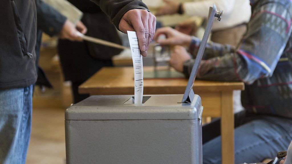 Die meisten Schweizerinnen und Schweizer nehmen ab und zu an Abstimmungen teil. (Symbolbild)