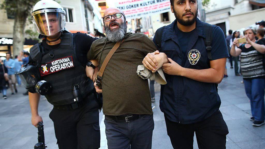Hunderte Arbeiter protestierten am Wochenende in Istanbul auf der Baustelle des neuen Grossflughafens für bessere Bedingungen.