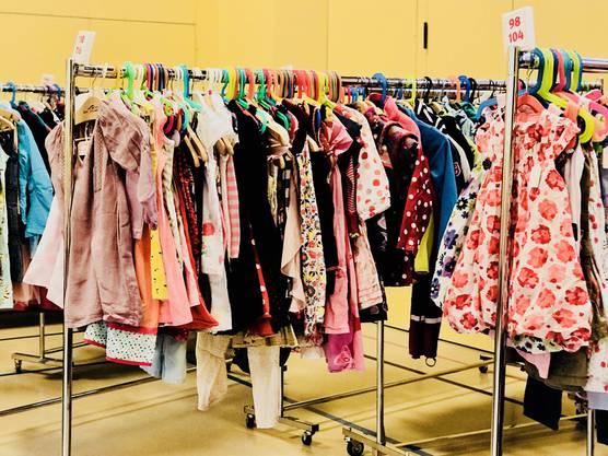 Gut erhaltenene, saisongerechte Kinderkleider