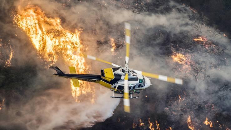 Tausende Feuerwehrleute kämpften gegen mehrere Brände in der Region.
