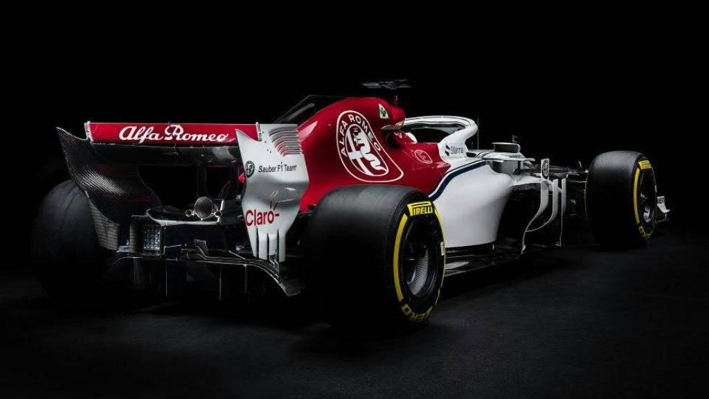 Der neue Alfa Romeo Sauber erscheint in den Farben rot und weiss