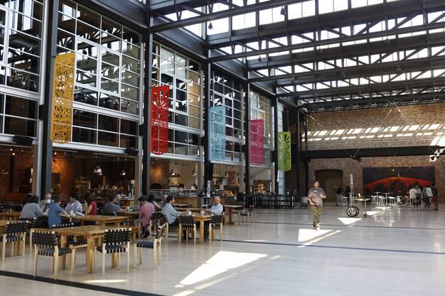 Das Hauptgebäude von Pixar wurde von Steve Jobs entworfen. Mitarbeiter sollen in der lichtdurchfluteten Lobby ihre Gedanken austauschen.