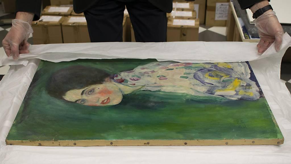 Rätselraten um Klimts lange verschollenes Frauen-Bildnis