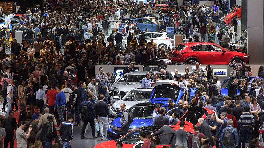 Am diesjährigen internationalen Autosalon in Genf werden insgesamt wiederum etwa 700'000 Besucherinnen und Besucher erwartet. (Archivbild)
