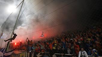 Die Fans von Apoel Nikosia sind berüchtigt. Siege im Europacup wie hier gegen Lyon werden nicht selten mit reichlich Pyrotechnik gefeiert.